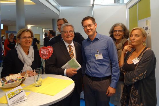 Deutscher Fürsorgetag: Bundespräsident am Stand des BHP