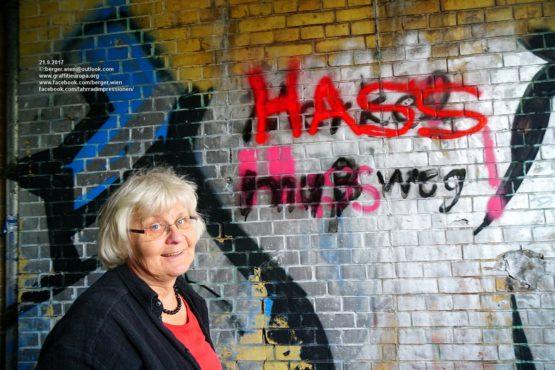 Hass vernichtet! Ausstellung von Irmela Mensah-Schramm zur 51. Bundesfachtagung